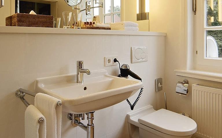 Philippe Starck Wastafel : Ontdek de veelzijdige en tijdloze me by starck badkamerserie van